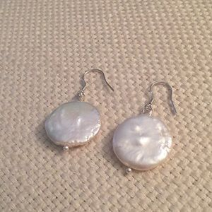 Jewelry - Coin pearl earrings